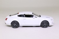 Minichamps 436 139802; 2009 Bentley Continental Supersports; White Satin