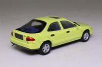 Minichamps MIN 082071; 1992 Ford Mondeo; Hatchback, Citrusgelb
