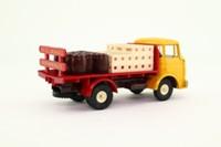Dinky Toys 588; Berliet Beer Truck, Camion Brasseur; Crates & Barrels Load