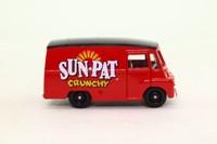 Days Gone Lledo DG071032; 1959 Morris LD Van; Sunpat Crunchy Peanut Butter