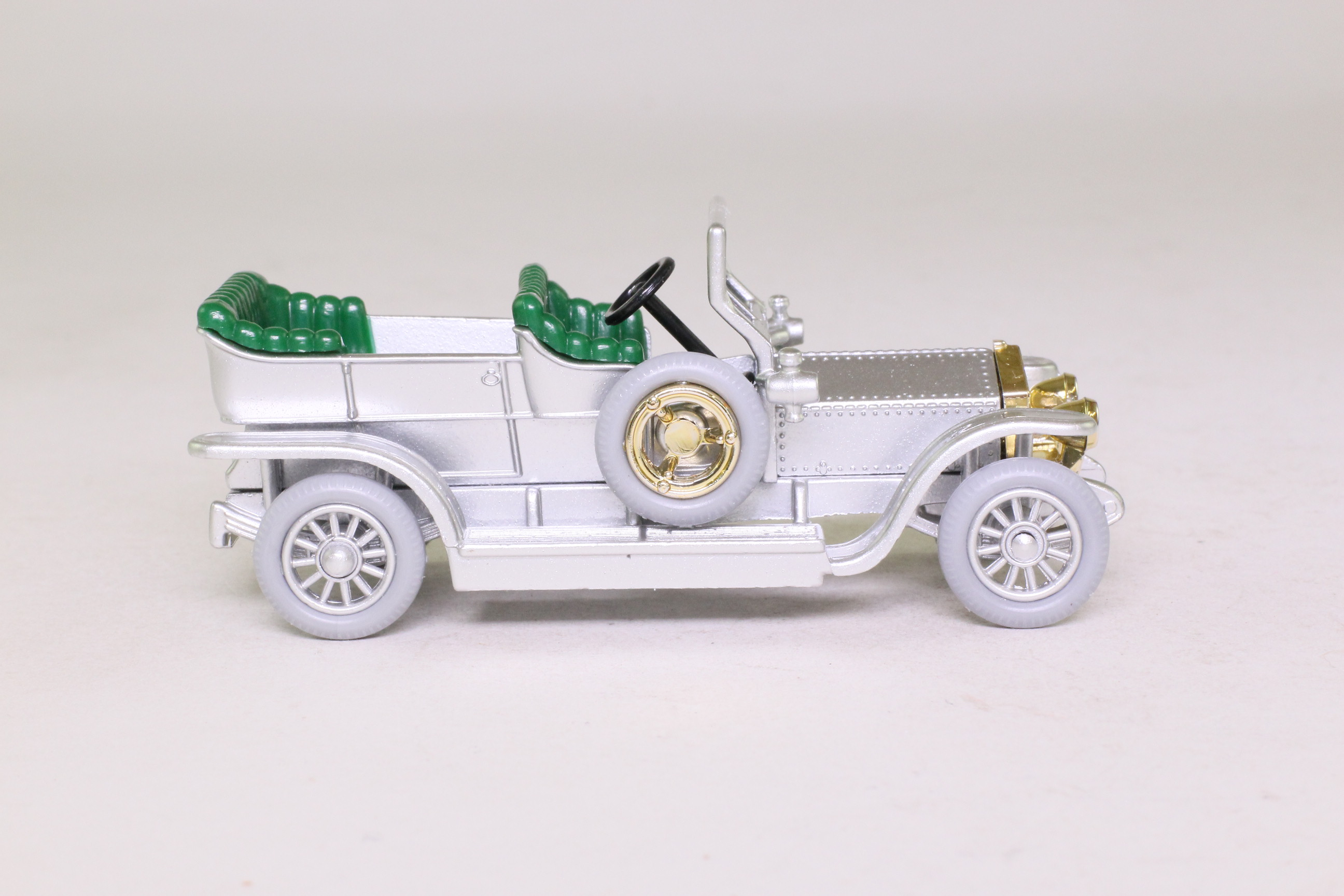 Days Gone Lledo SL32000; 1907 Rolls-Royce Silver Ghost; Silver, Green Seats