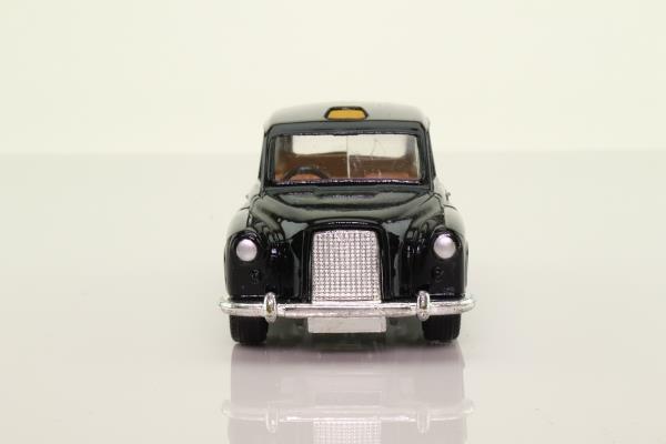 Corgi Toys 425; Austin FX4 Taxi (1:36); Black, Opening Doors