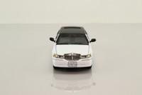 Sun Star 10112; 2000 Lincoln Stretch Limousine; White