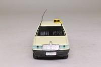 Gama 1117; Mercedes-Benz 190E; Taxi