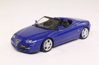 Minichamps 400 120334; 2003 Alfa Romeo Spider; Open Top, Blu Lightning