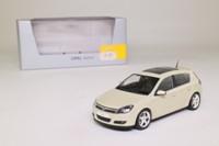 Minichamps 00; 2006 Opel Astra (H); Hatchback, Champagne Metallic
