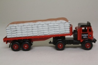 Trackside DG149002; AEC Mammoth Artic; 2 Axle Flatbed, Marley Tiles, Sack Load