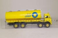 Corgi Classics 97930; ERF V; 8 Wheel Rigid Cylindrical Tanker, Blue Circle Cement