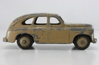 Dinky Toys 40e; Standard Vanguard; Fawn, Fawn Hubs, Open Arches