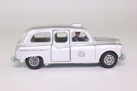 Dinky Toys 284; Austin FX4 London Taxi; Silver Metallic, Queens's Silver Jubilee, 1977