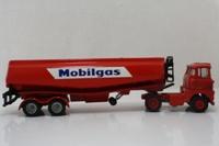 Corgi Code 3; Scammell Handyman MKIII Artic; Mobilgas Tanker