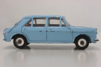 Dinky Toys 140; Morris 1100 Saloon; Light Blue