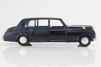 Dinky Toys 152; Rolls-Royce Phantom V; Dark Blue, Chauffeur Only, Cast Hubs