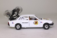 Corgi 373; Peugeot 505; Service Courses, Cycle Race Support