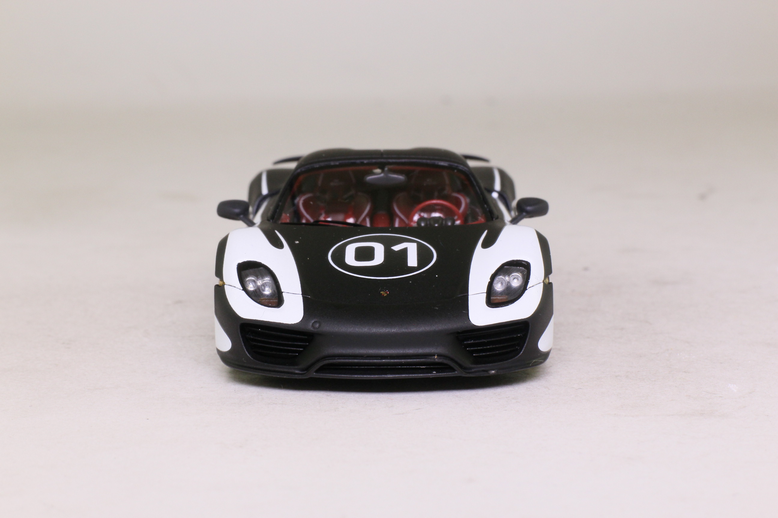 Spark Resin Porsche 918 Spyder Prototype Black & White Excellent