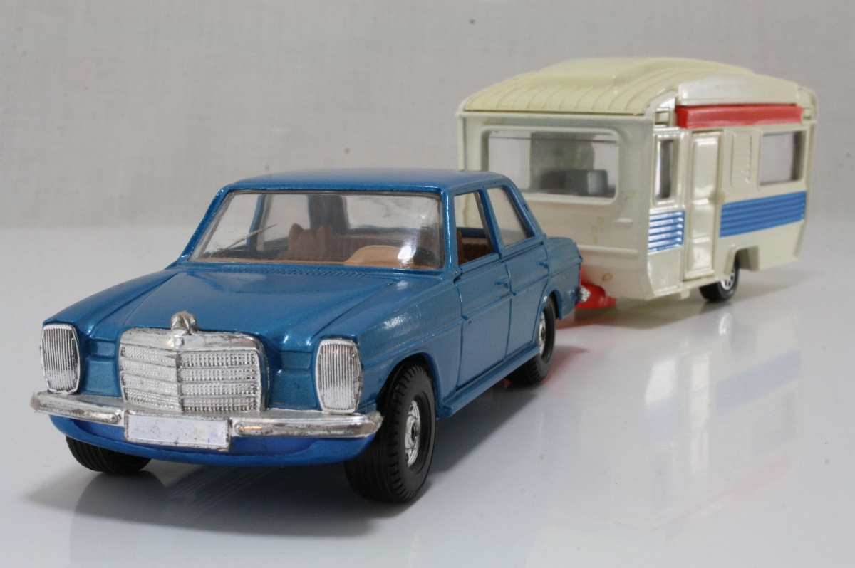Corgi gs24a mercedes benz 240d and caravan set met blue for Mercedes benz caravan