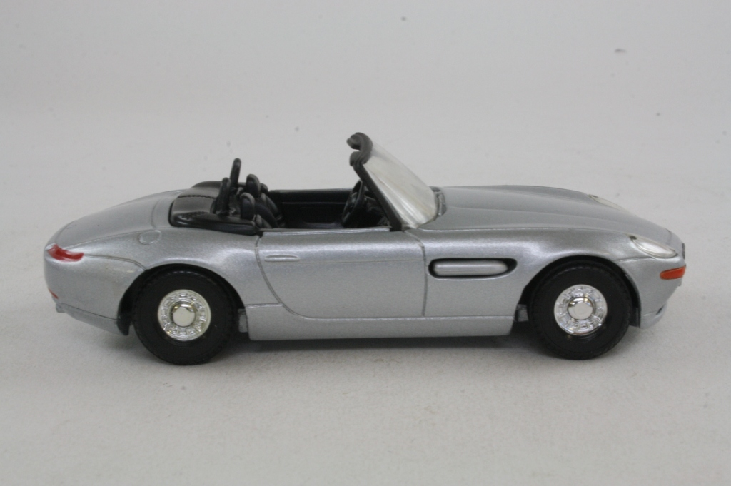 Corgi Classics Ty05002 James Bond S Bmw Z8 The World Is