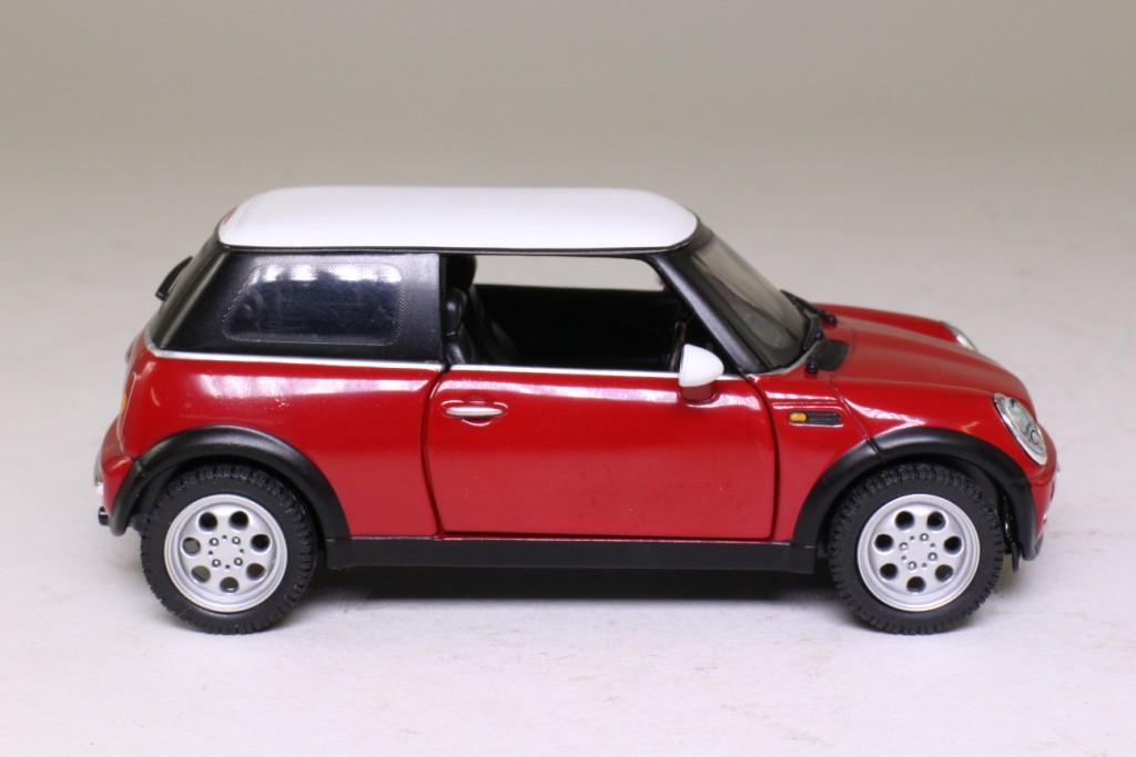 Corgi CC86501; 2001 BMW New Mini-Cooper; Red, White Roof