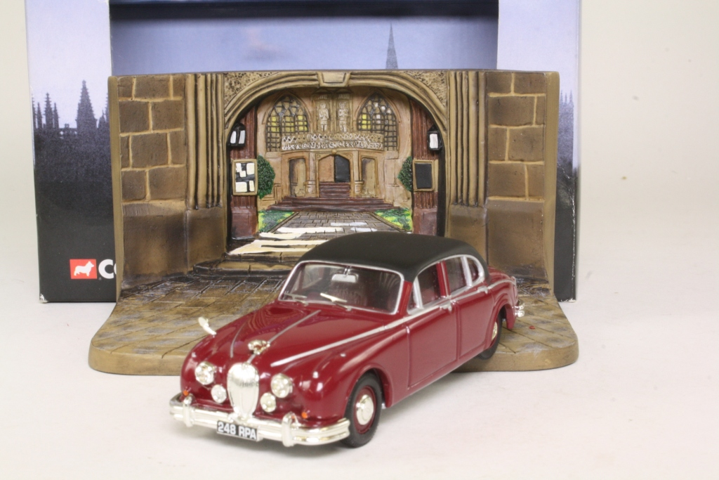 corgi 01806 jaguar mk 2 inspector morse tv series diorama. Black Bedroom Furniture Sets. Home Design Ideas