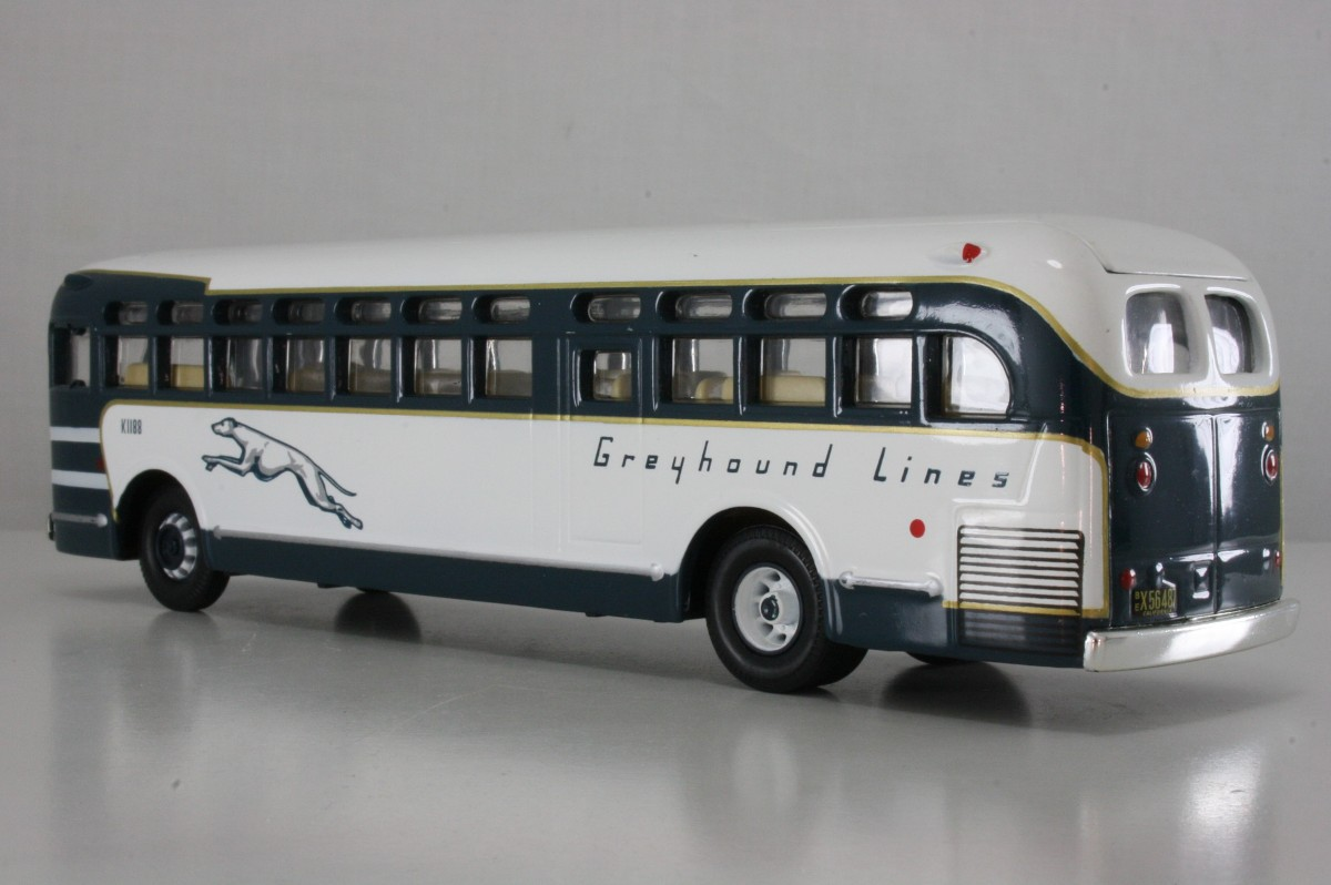 98602 GM Old Look Bus - Greyhound Lines