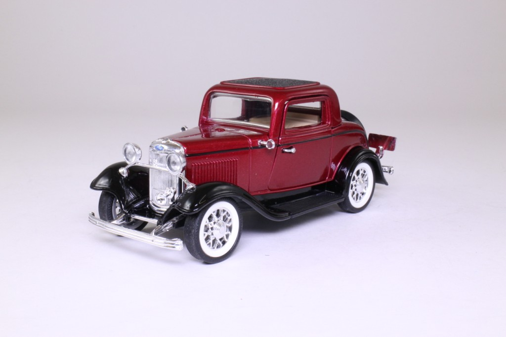Sunnyside 1932 ford v8 deluxe 3 window coupe metallic for 1932 ford 3 window coupe chassis