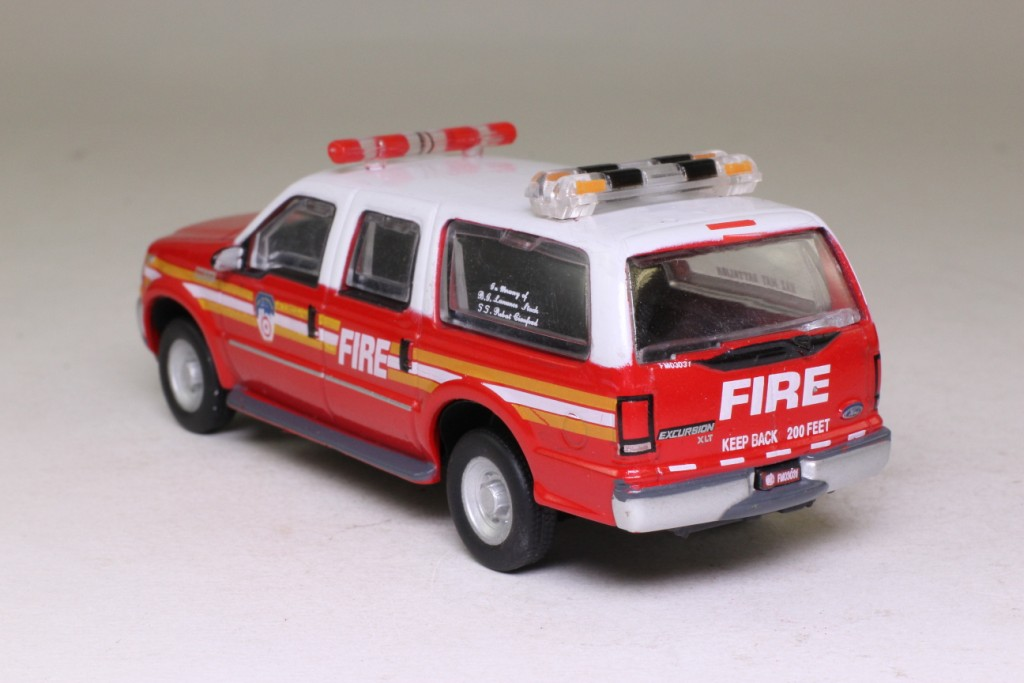 New Ford Excursion >> World Fire Engines Series: #119; 2004 Ford Excursion Fire Car, New York Fire Dept; USA 43896