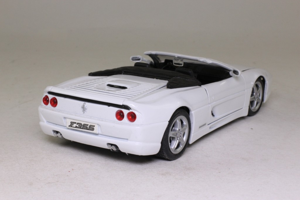 Maisto Ferrari F355 Spider Open Top White 1 24 Scale