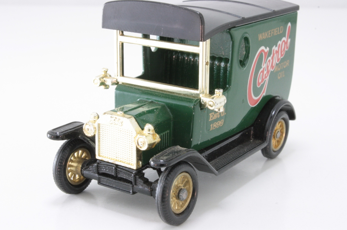 20-Castrol, dark green with black chassis and roof
