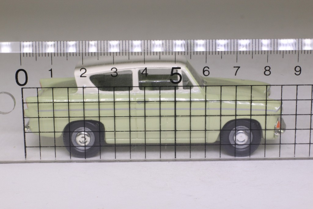 Vanguards VA00117; Ford Anglia 105E; Lime Green & White 52870