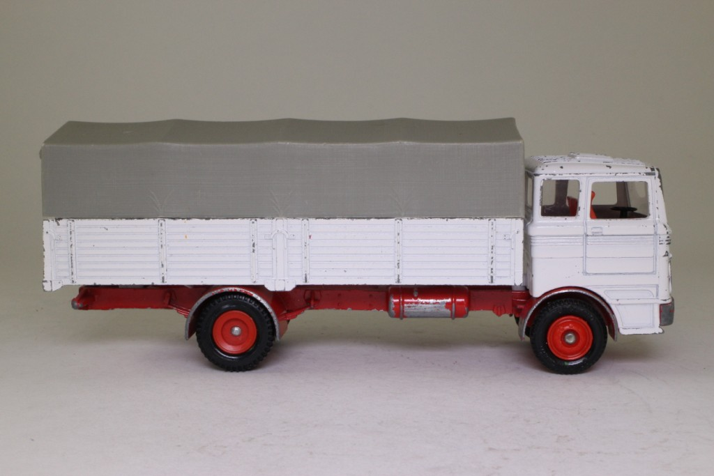 Dinky toys 917 mercedes benz lp1920 white red chassis for Mercedes benz truck toys