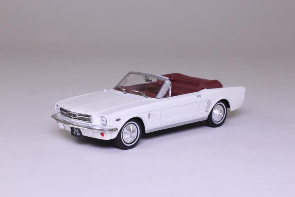 James Bond 35 Ford Mustang Convertible Goldfinger 54259