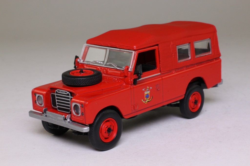 world fire engines series 23 1975 land rover series 3. Black Bedroom Furniture Sets. Home Design Ideas