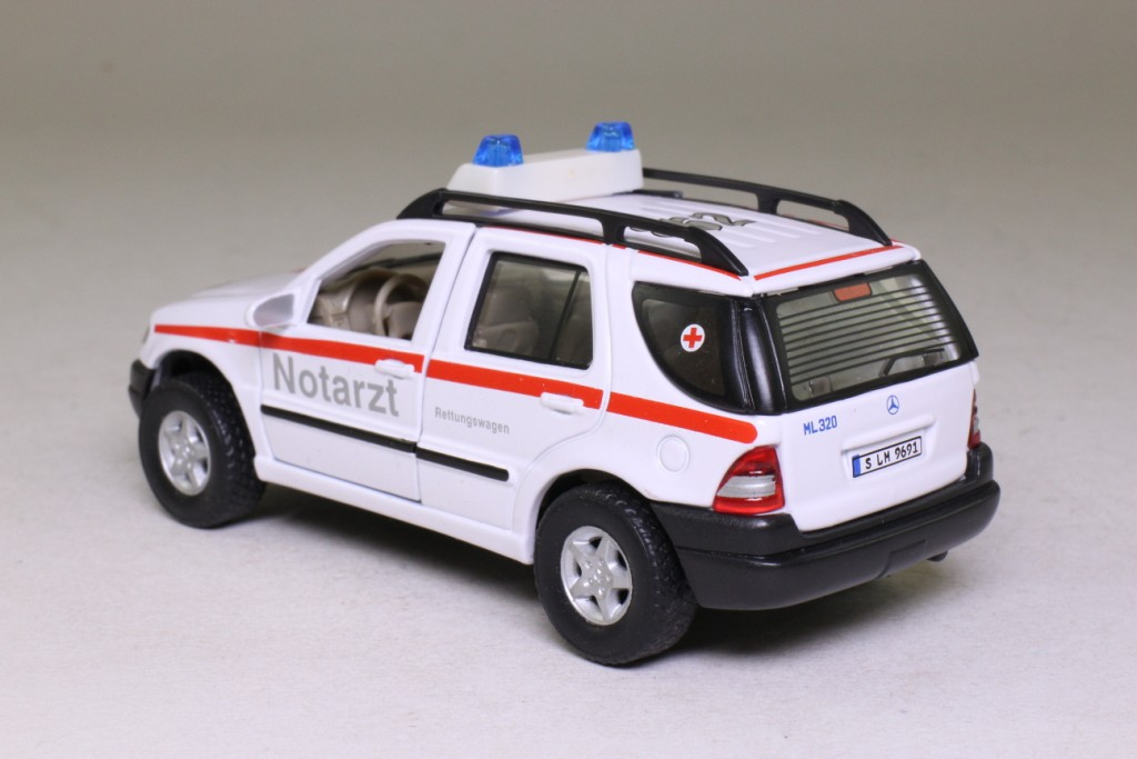 Cararama mercedes benz ml 320 notarzt emergency doctor for Mercedes benz emergency