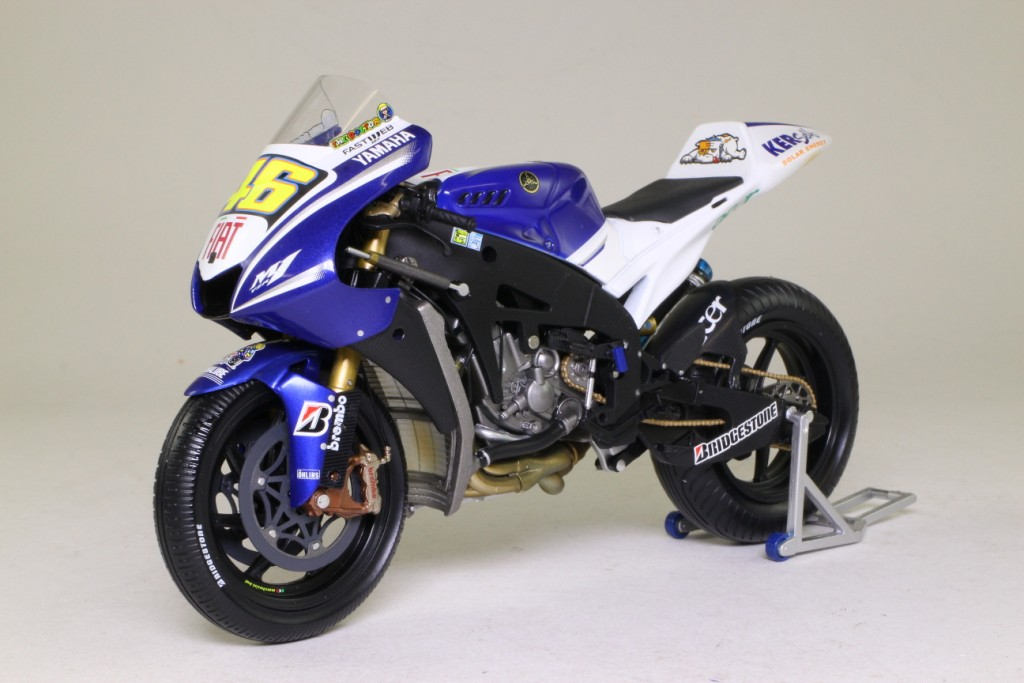 Minichamps yamaha yzr m1 2008 indianapolis winner rossi for Yamaha m1 for sale