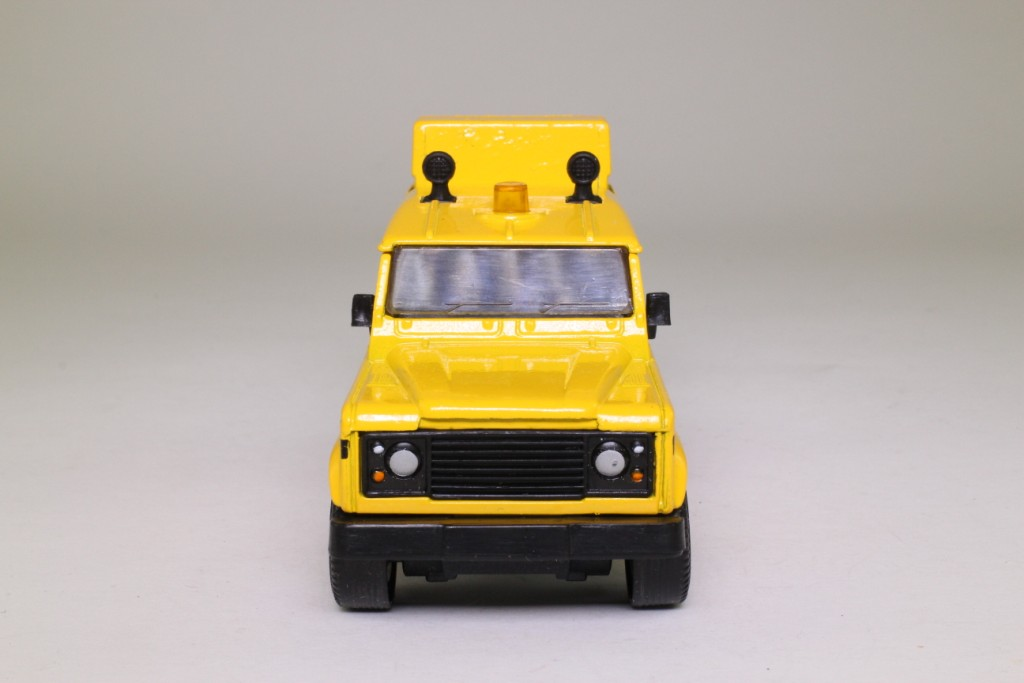 land rover defender matchbox with 68686 on 262908147696 furthermore 272795954731 together with Modified White Jeep Wrangler likewise Page3 further 68686.