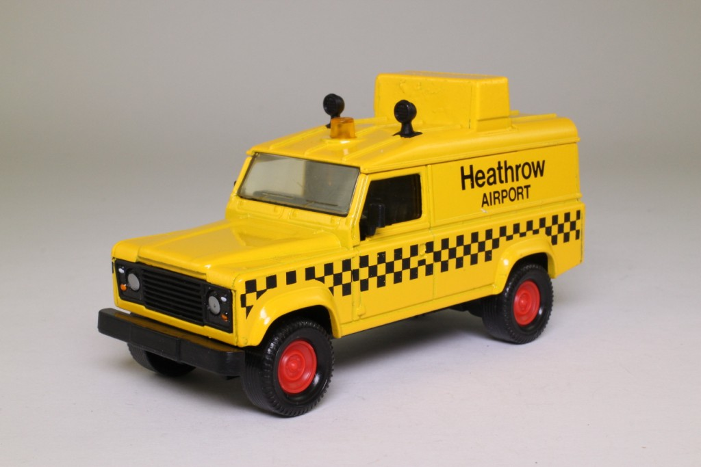 Defender 110 2018 >> Matchbox King Size K-144/1; Land-Rover Defender 110; Airport Rescue, Heathrow Airport 68686