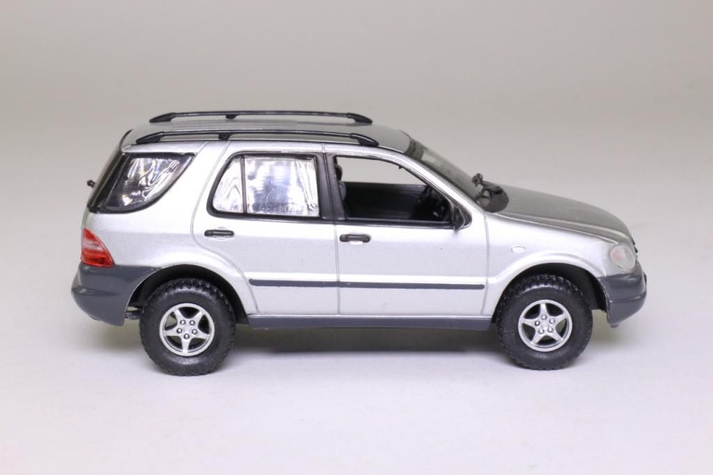vitesse 1999 mercedes benz ml 320 metallic silver 1 43. Black Bedroom Furniture Sets. Home Design Ideas