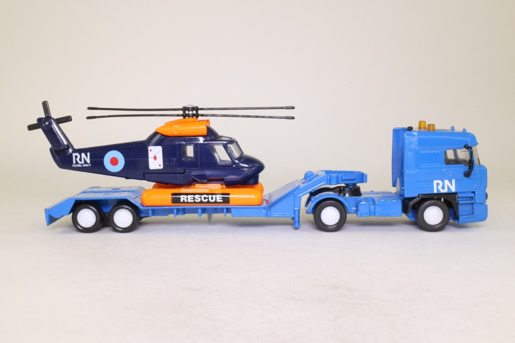 matchbox rescue helicopter with 70466 on A 51598423 additionally Old Ambulance moreover Matchbox New Models 2016 together with 320518151780 in addition 350928577878.