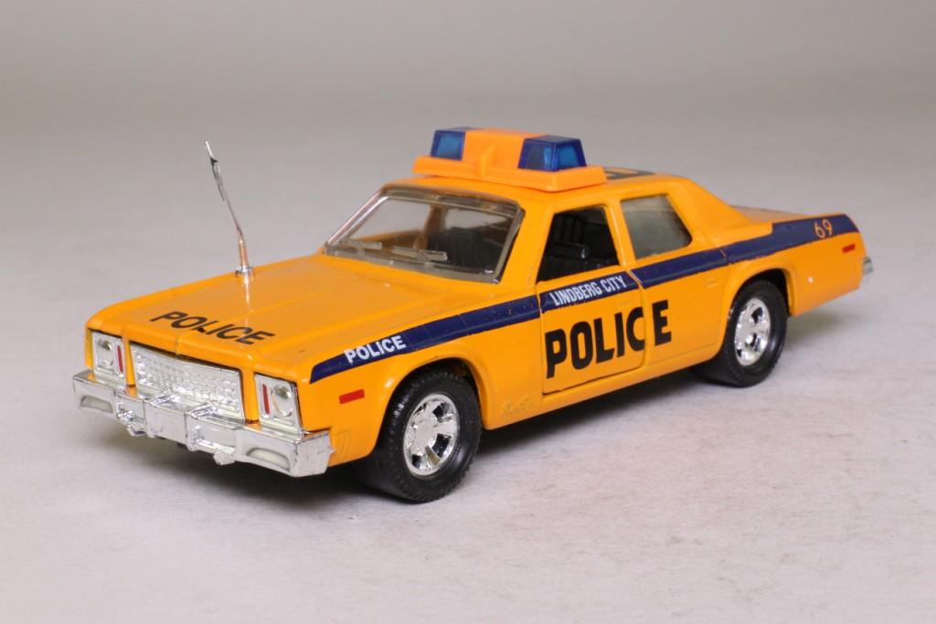 Matchbox Superkings Em 1 Plymouth Gran Fury Police Car