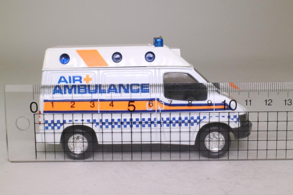 Matchbox King Size K-169/1; Ford Transit Ambulance; Air Ambulance & Crew 70571