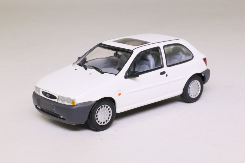 minichamps 430 085001 1995 ford fiesta white excellent boxed ebay. Black Bedroom Furniture Sets. Home Design Ideas