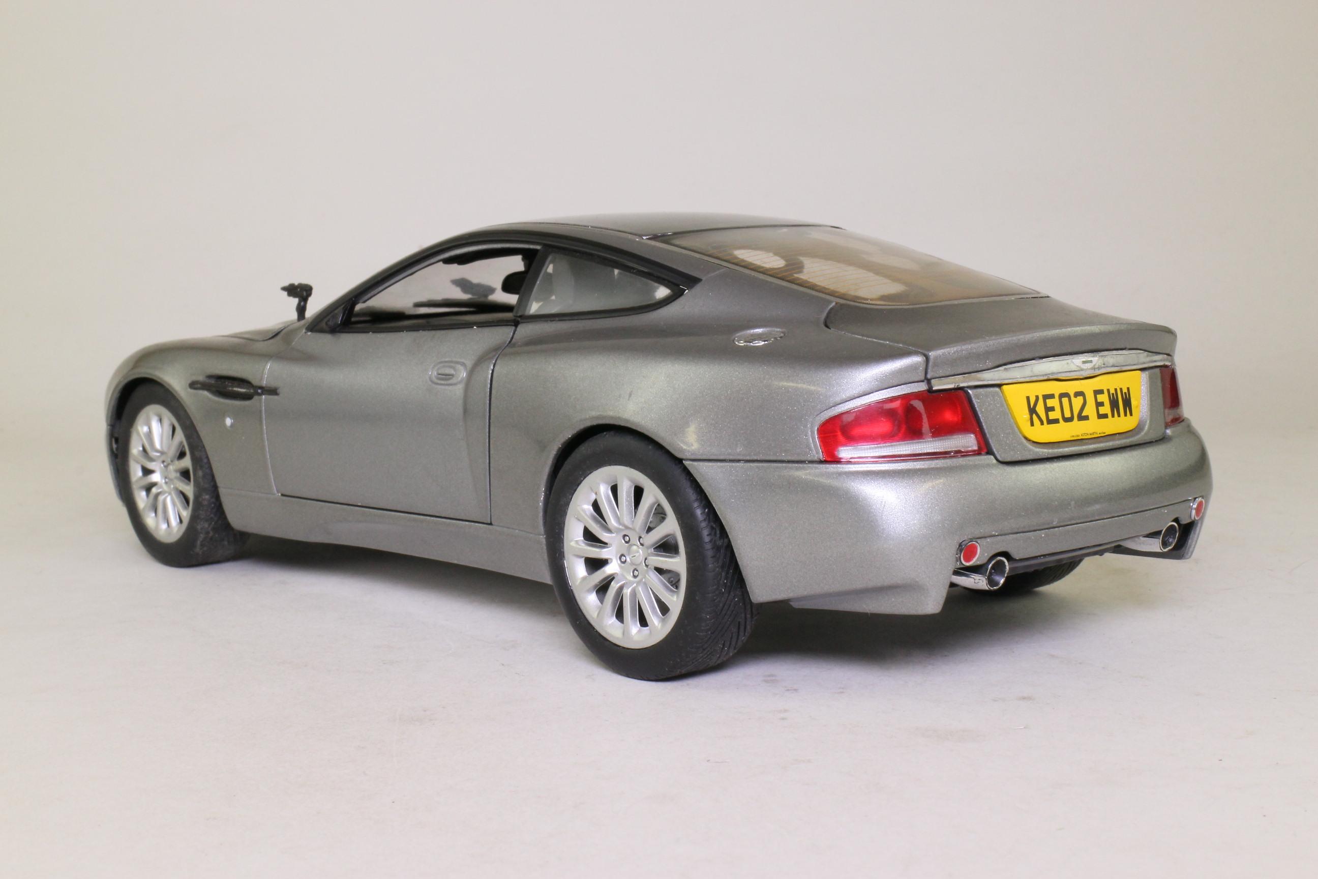 Beanstalk 1:18; James Bond Aston Martin Vanquish; Die