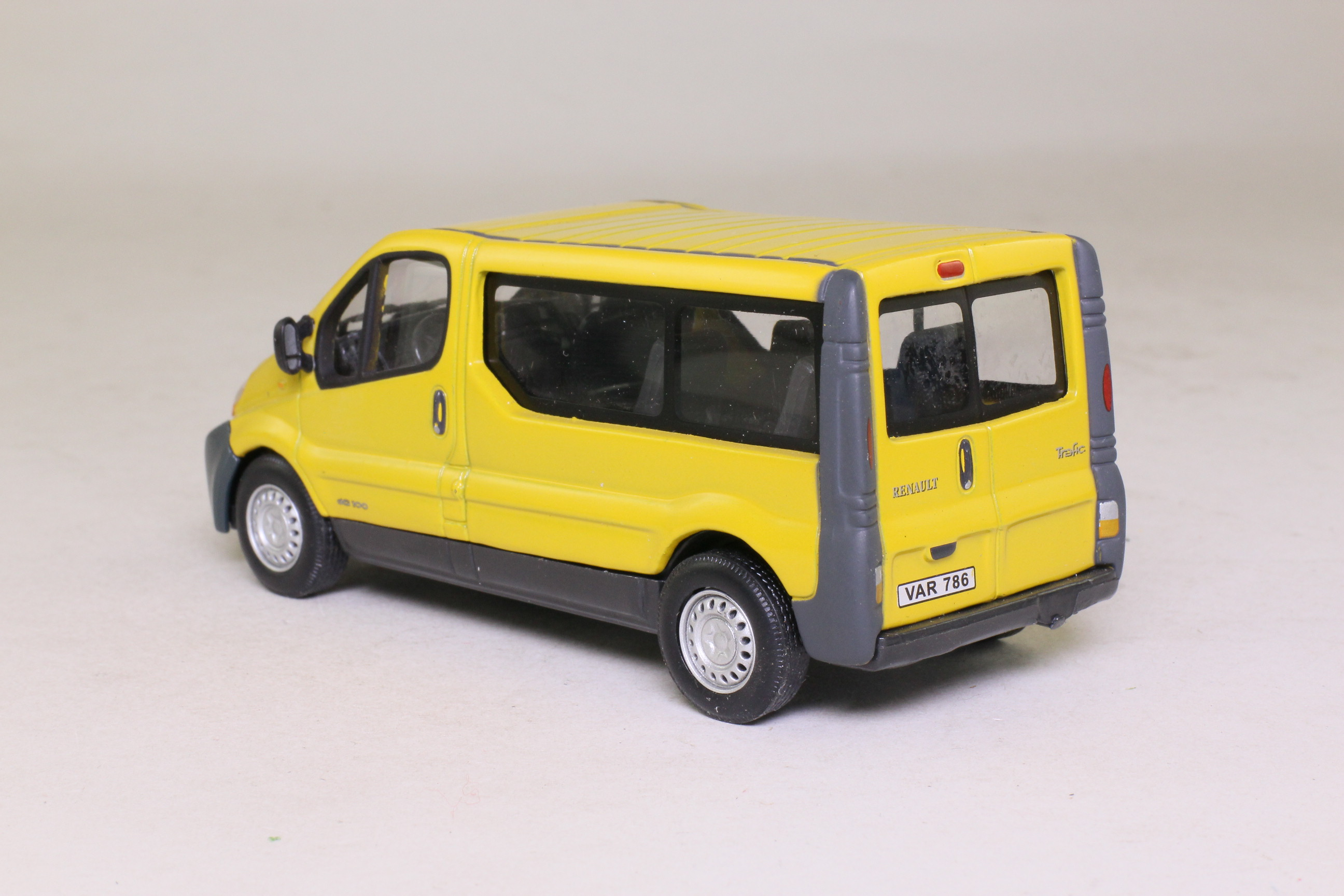 cararama 1 43 scale renault trafic van minibus yellow excellent boxed ebay. Black Bedroom Furniture Sets. Home Design Ideas