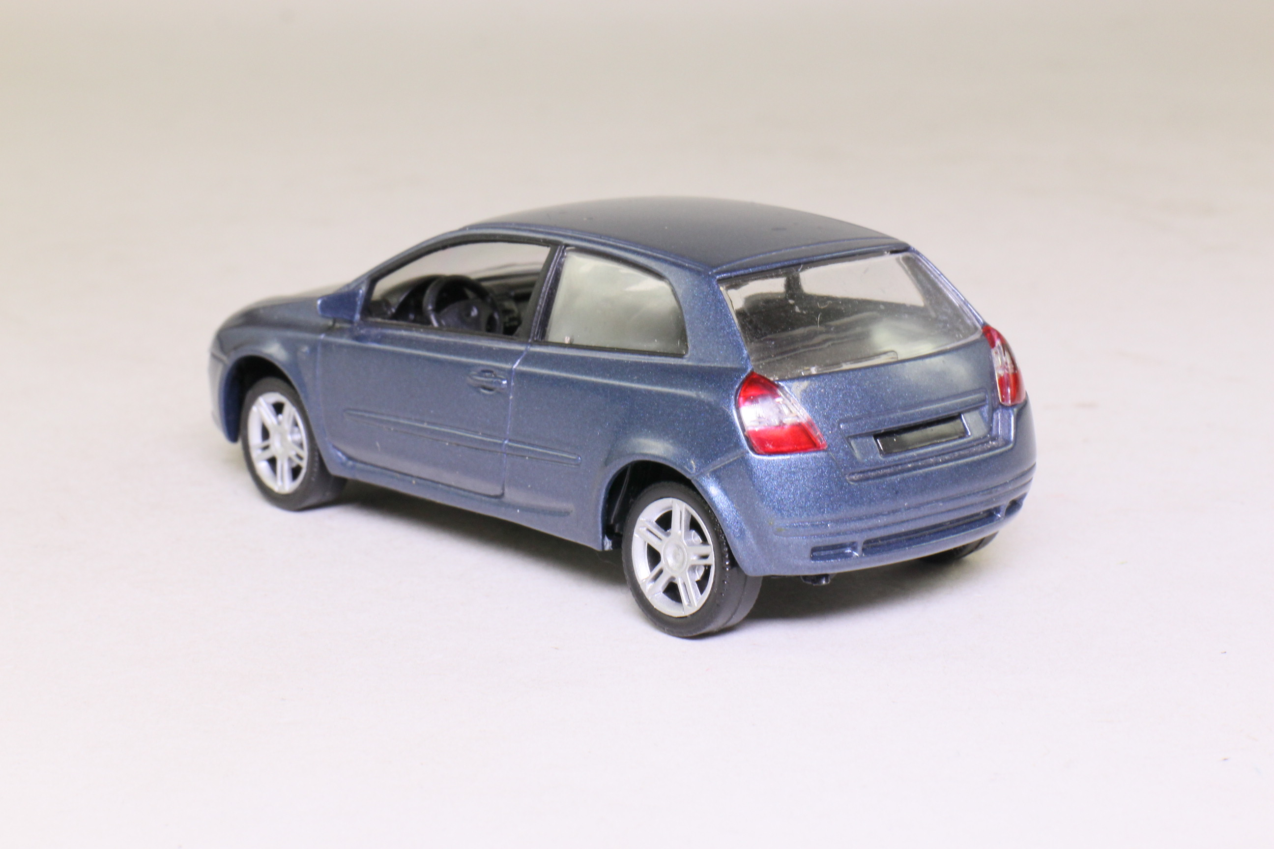 norev 71000 fiat stilo hatchback blue metallic 1 43 scale excellent boxed ebay. Black Bedroom Furniture Sets. Home Design Ideas