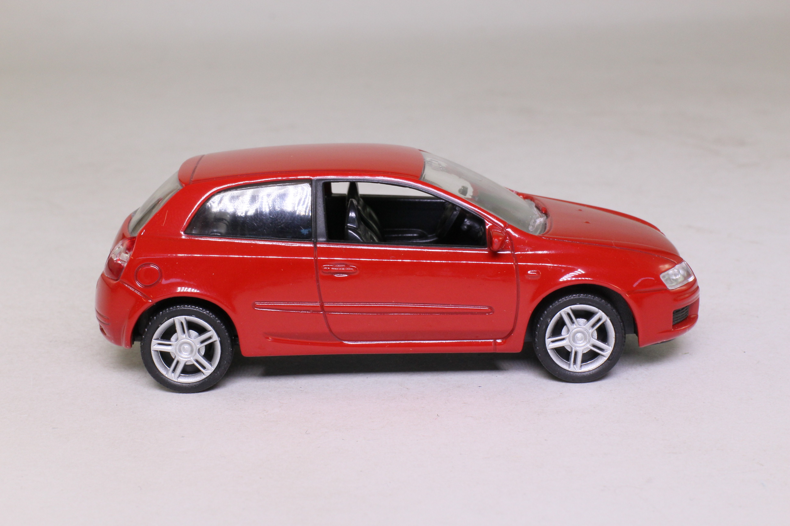 norev 71004 fiat stilo hatchback red 1 43 scale excellent boxed ebay. Black Bedroom Furniture Sets. Home Design Ideas