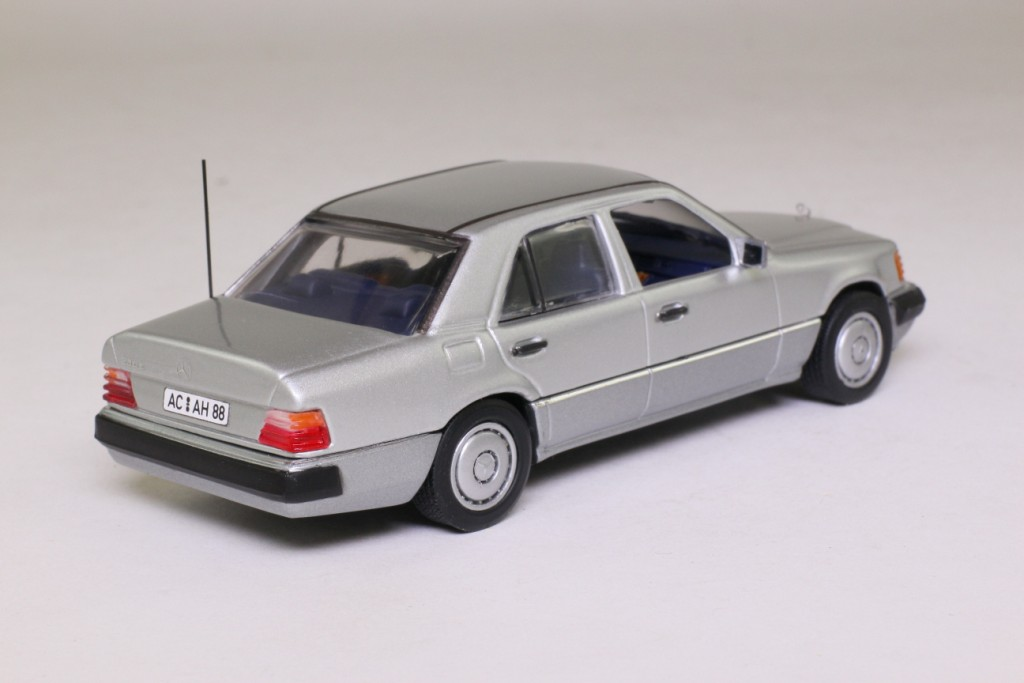 Minichamps benz 230e 1 18 related keywords minichamps for Mercedes benz w124 230e workshop manual