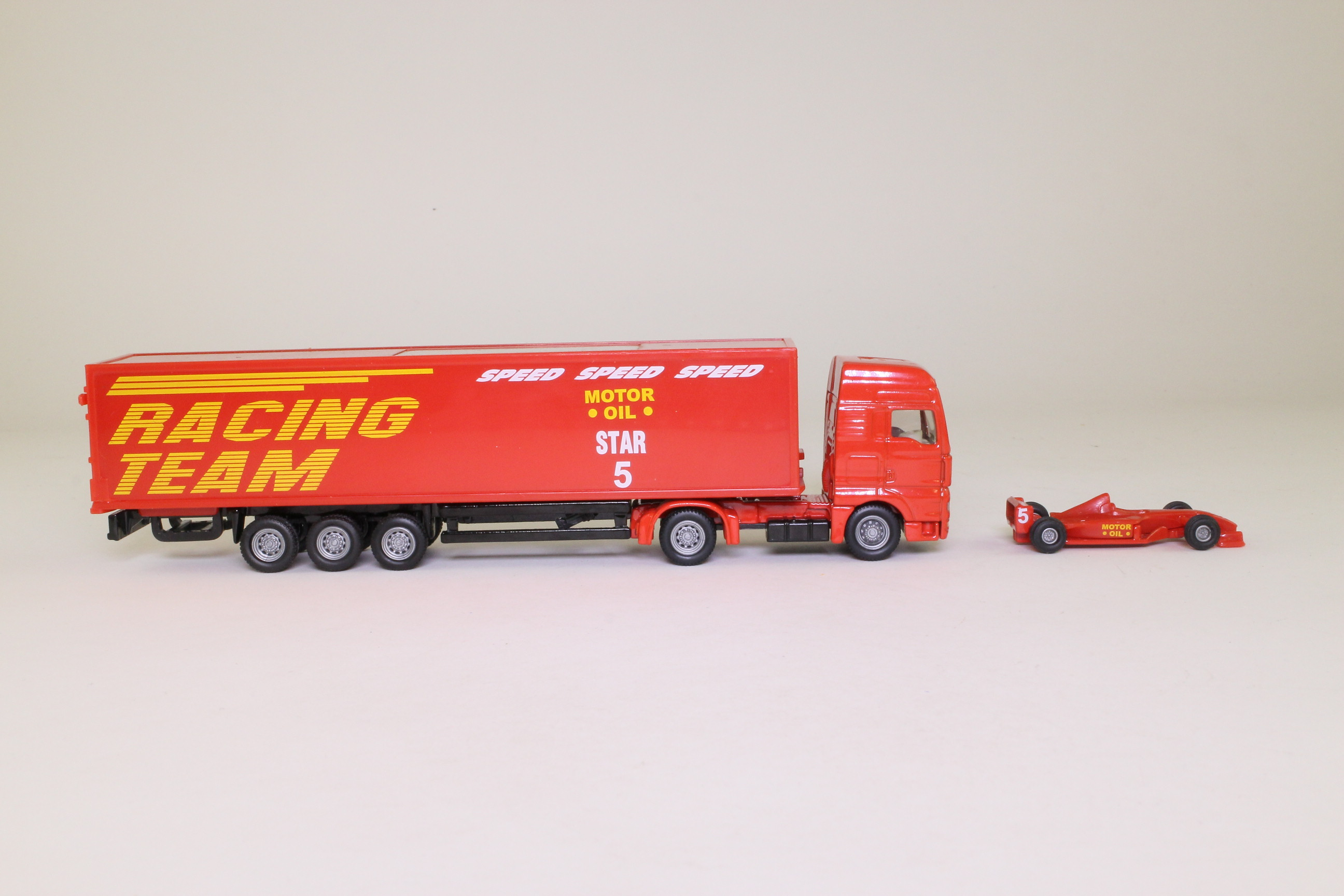 siku 1831 man artic truck racing car trailer 1 87 scale. Black Bedroom Furniture Sets. Home Design Ideas