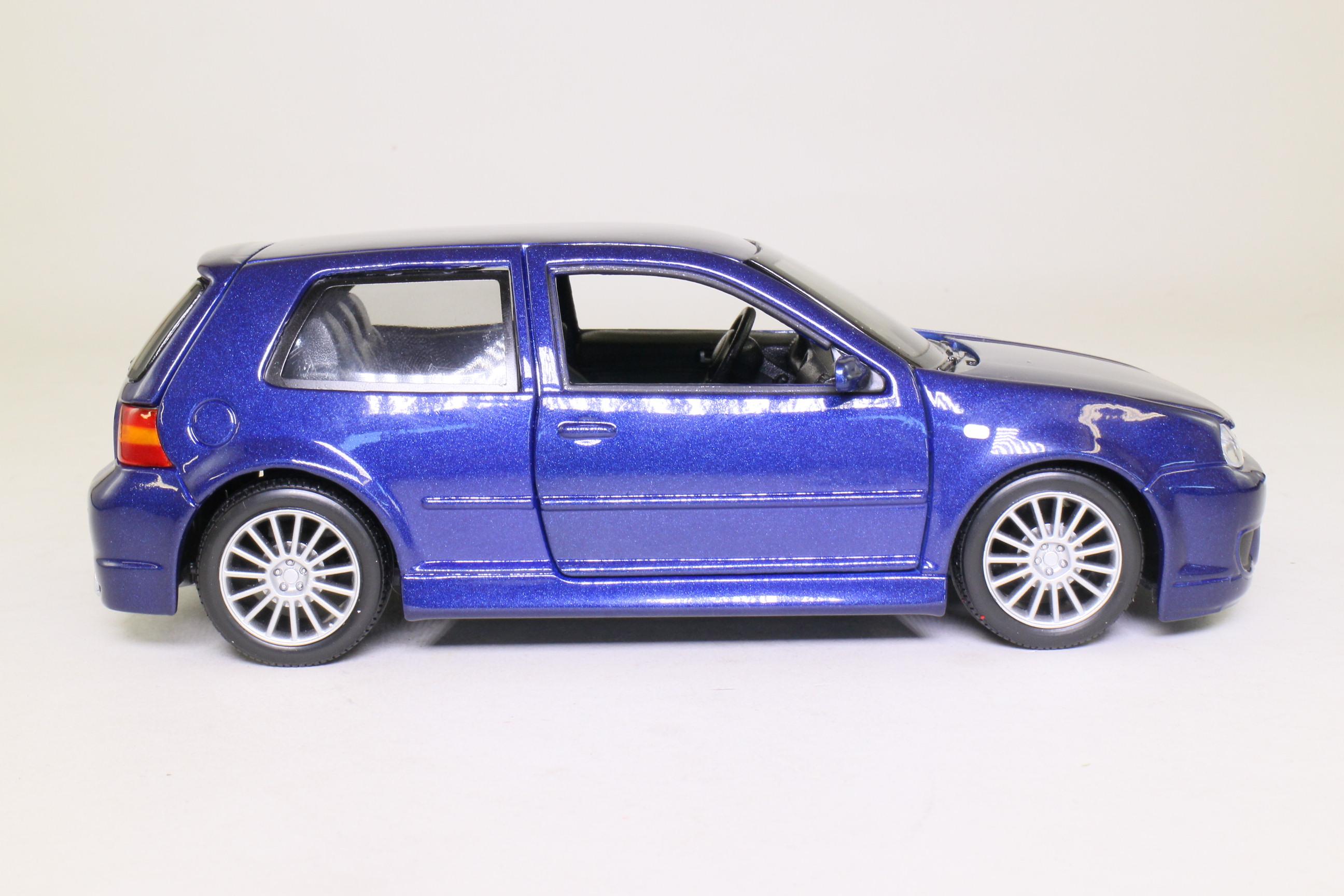 maisto 1 24 scale 2003 volkswagen golf r32 deep blue. Black Bedroom Furniture Sets. Home Design Ideas
