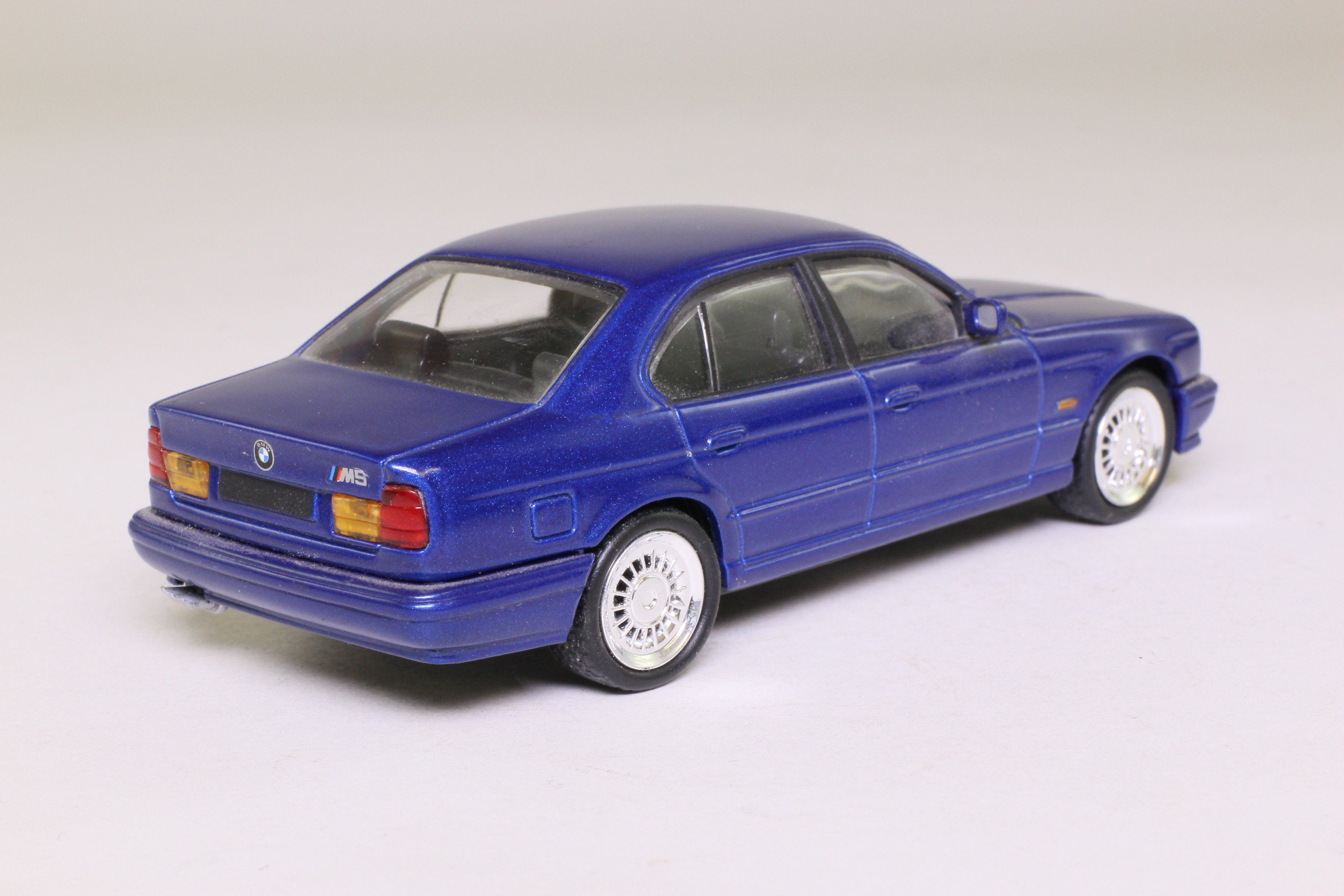 del prado 1989 bmw m5 e34 deep blue 1 43 scale very good unboxed ebay. Black Bedroom Furniture Sets. Home Design Ideas
