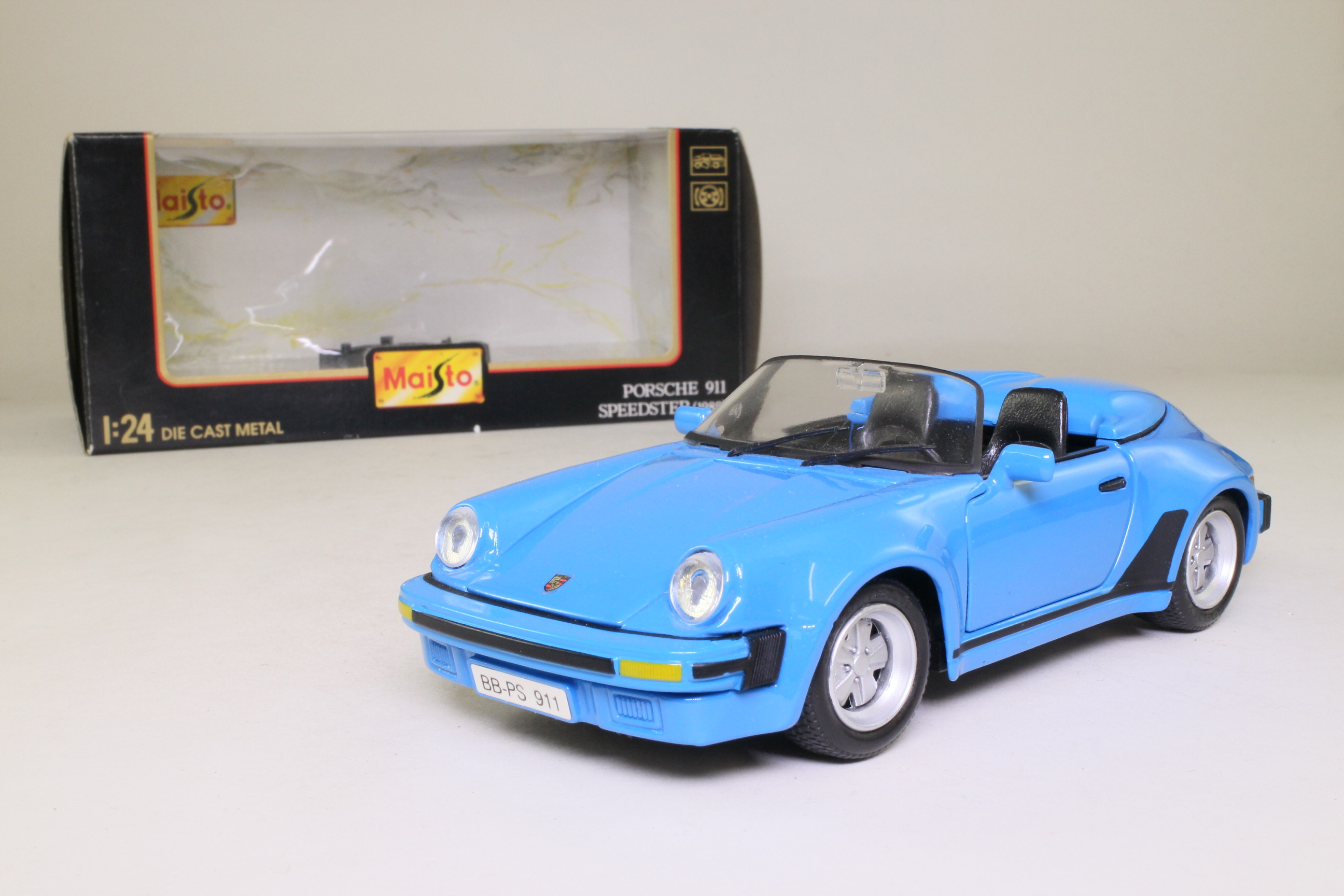 Maisto 1 24 1989 Porsche 911 Speedster Open Top Blue